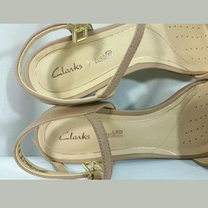 Clarks Shoes - NEW Clarks Plus Cushion Tan Leather Open Toe Shoes